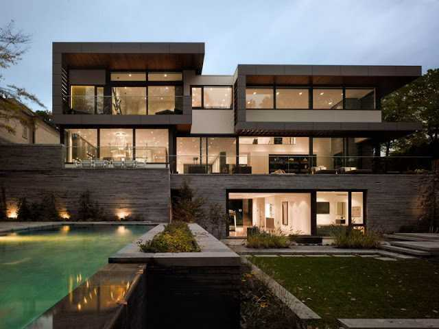 Rumah mewah dengan swimming pool di outdoor (Sumber: rumahminimalisbagus.com)