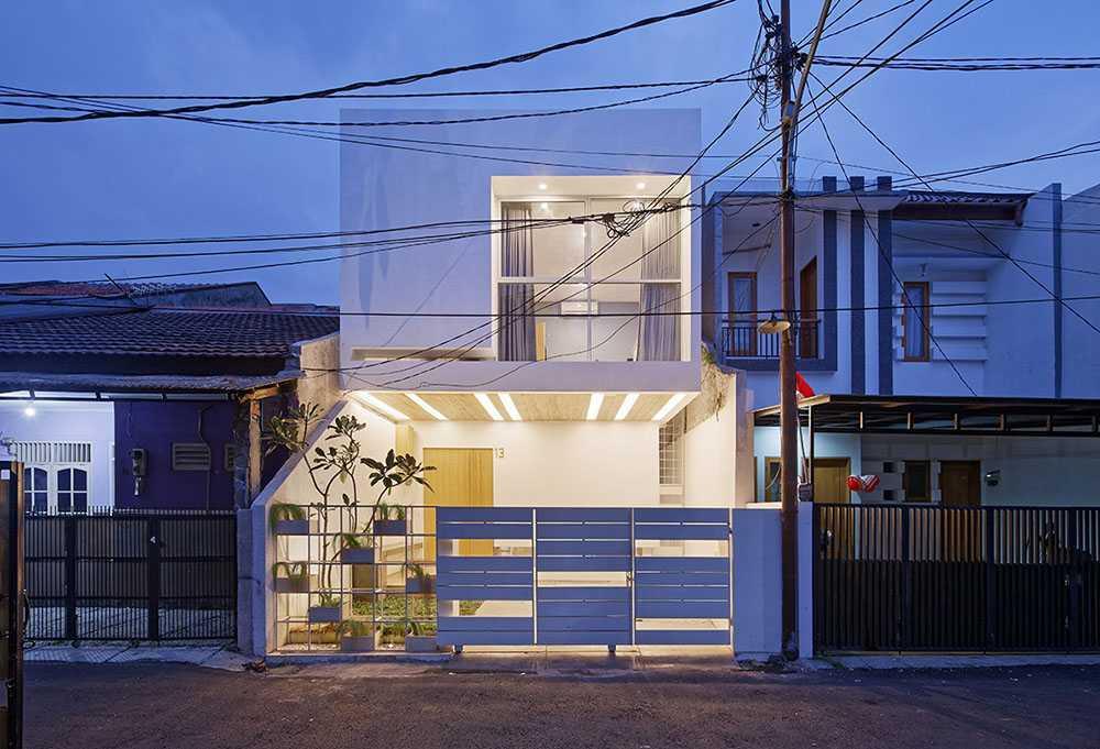 Arsitektur rumah mungil Splow House karya Delution Architect berkonsep unik [Sumber: arsitag.com]