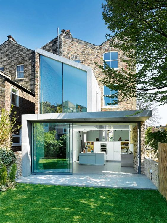 Arsitektur rumah mungil terraced house di London [Sumber: homebuilding.co.uk]