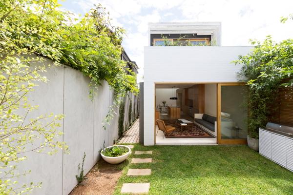 Arsitektur rumah mewah namun mungil Bondi House karya Fearns Studio Australia dengan konsep rumah hijau [Sumber: onekindesign.com]