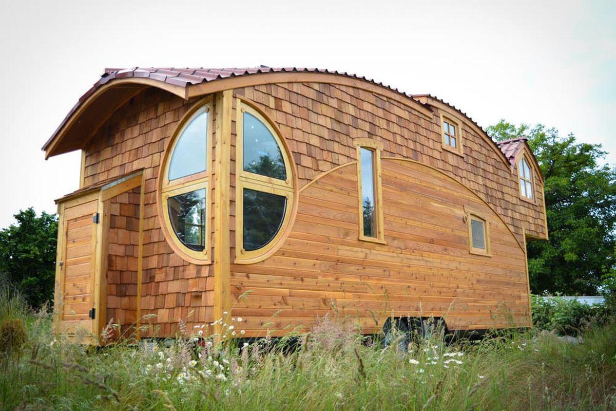 Arsitektur rumah mungil bak negeri dongeng [Sumber: curbed.com]