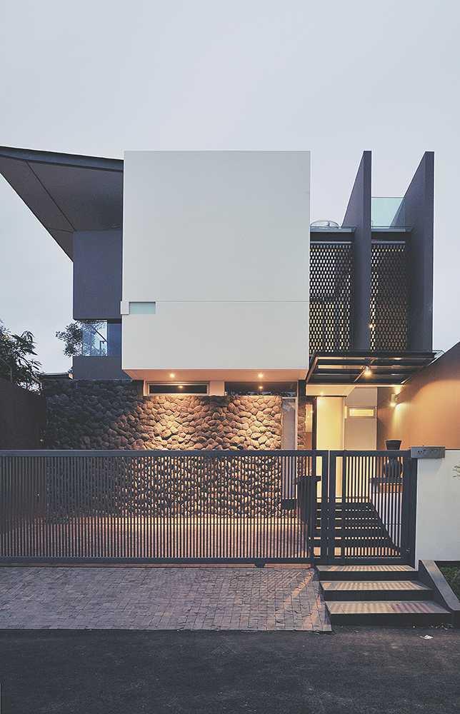 Arsitektur rumah mungil bergaya modern Int E House karya MODERNSPACE [Sumber: arsitag.com]