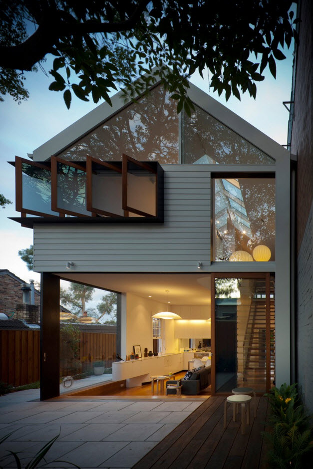Berikut ini adalah arsitektur rumah mewah namun mungil karya Christopher Polly yang memperlihatkan keseimbangan bidang padat dan ringan.