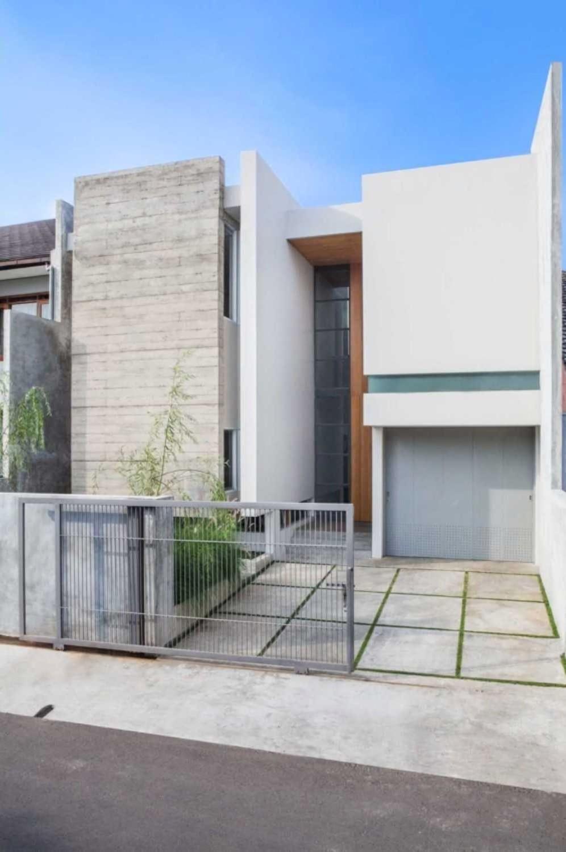 House at Pasteur karya Januar Senjaya & Filani Limansyah / ADDO Architecture tahun 2014 (Sumber: arsitag.com)