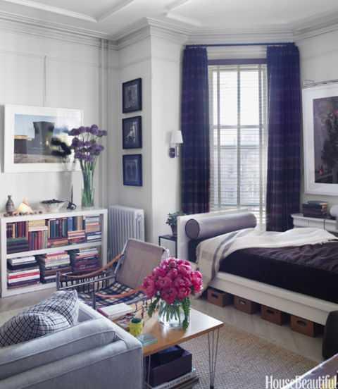 Menggabungkan ruang tamu dan ruang bersantai menjadi satu (Sumber: housebeautiful.com)