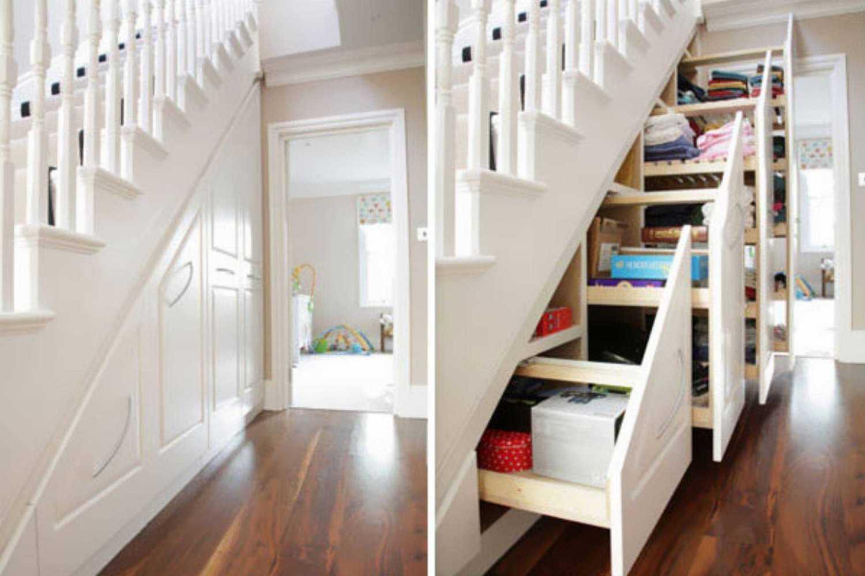 Memanfaatkan bawah anak tangga sebagai tempat penyimpanan barang(Sumber: boredpanda.com)