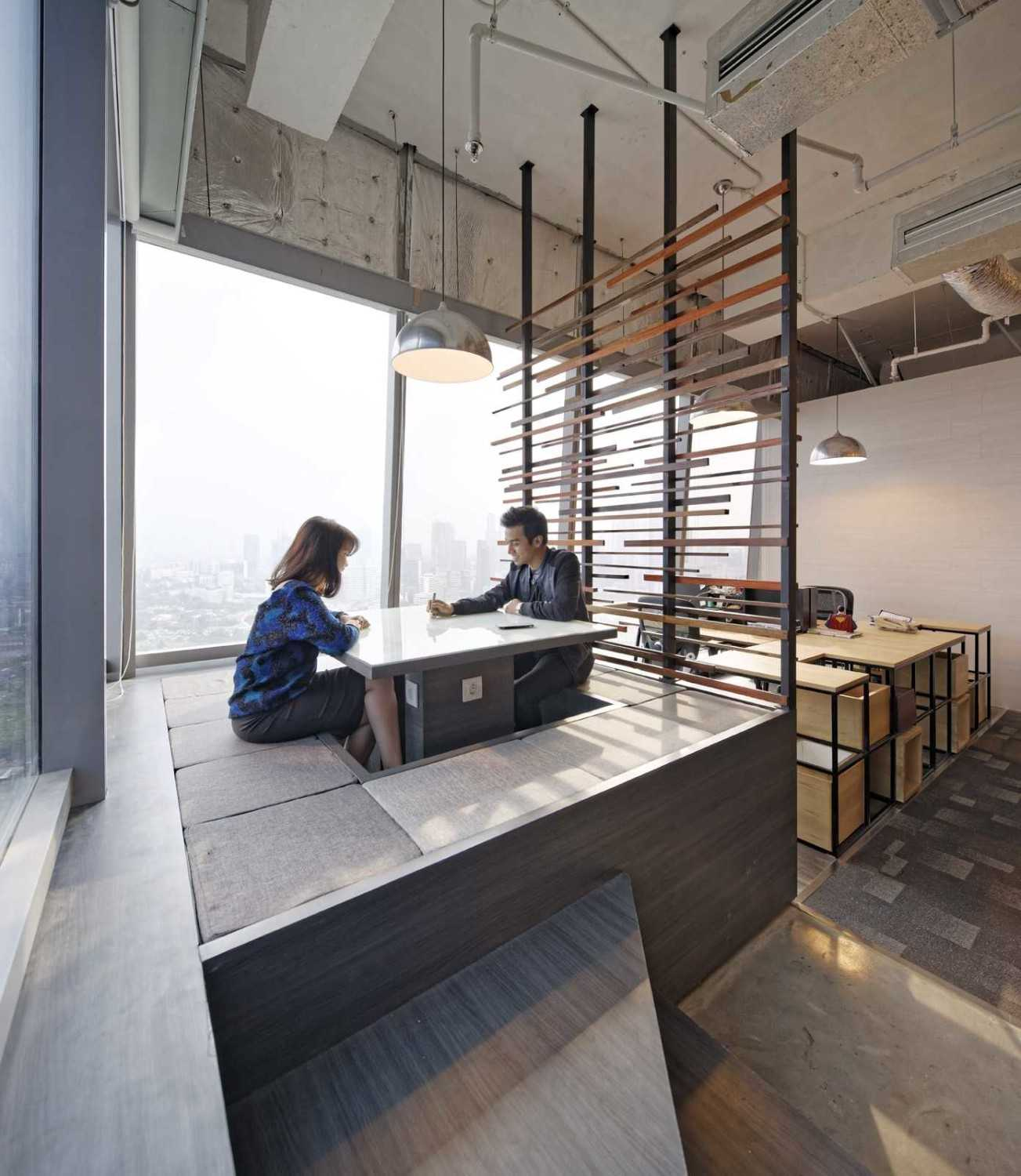 Boardroom BBDO Indonesia Office karya Delution Architect (Sumber: arsitag.com)