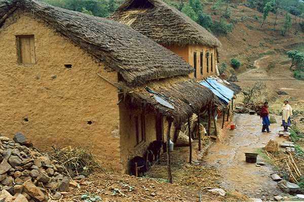 Rumah dari batu dan tanah liat di Nepal (Sumber: en.wikipedia.org)