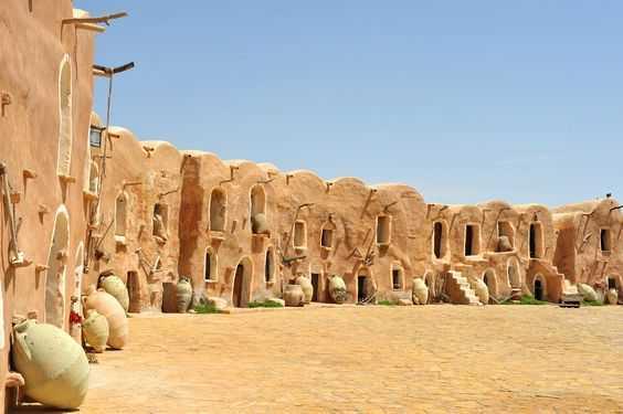 Arsitektur vernakular di Tunisia (Sumber: pinterest.com)