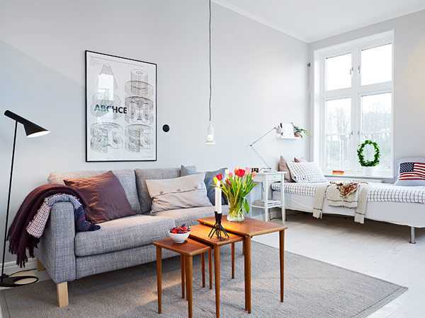 Sofa berkaki yang membuat lantai di bawahnya mudah dibersihkan (Sumber: freshome.com)