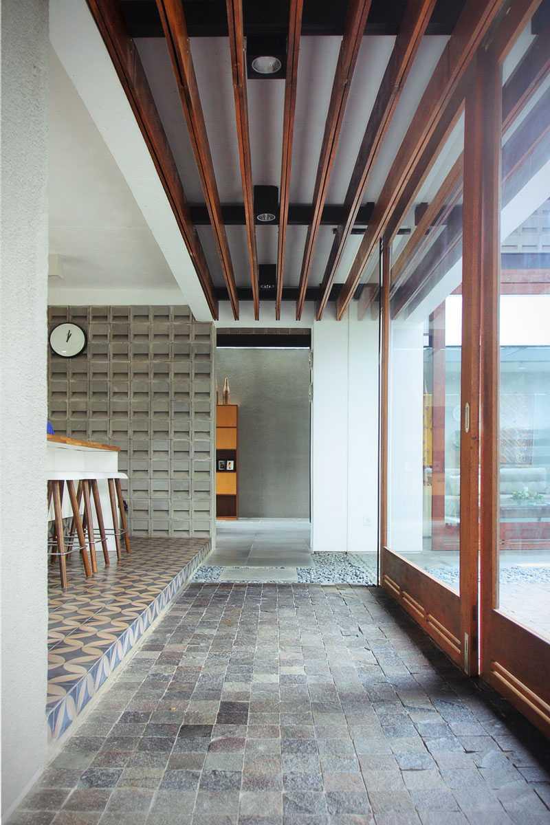 H & I House di Cianjur karya G+G Architect Studio (Sumber: arsitag.com)