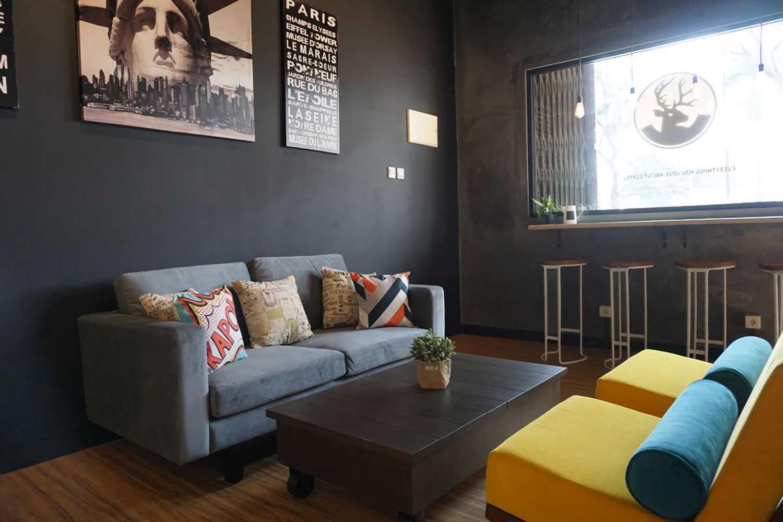 Wanderlust Coffee Shop karya Vindo Design (Sumber: arsitag.com)