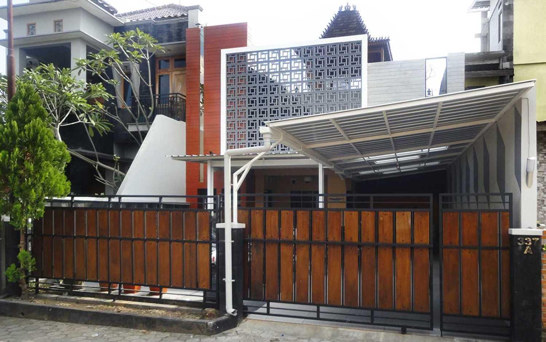Renovasi rumah sederhana Nerawang Joglo karya Studioindoneosia [Sumber: arsitag.com]