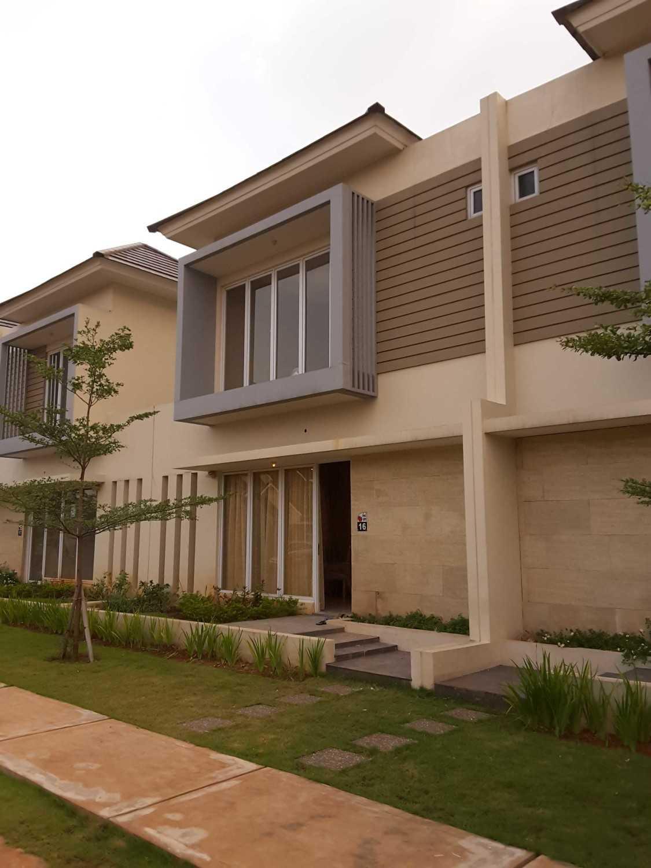 Renovasi rumah murah MONOCHROME INTERIOR HOUSE AT TAMBUN karya Vaastu Studio [Sumber: arsitag.com]