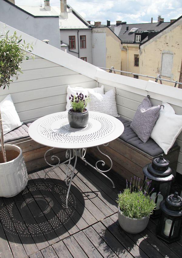 Balkon pada rumah bergaya Scandinavian [Sumber: homedit.com]