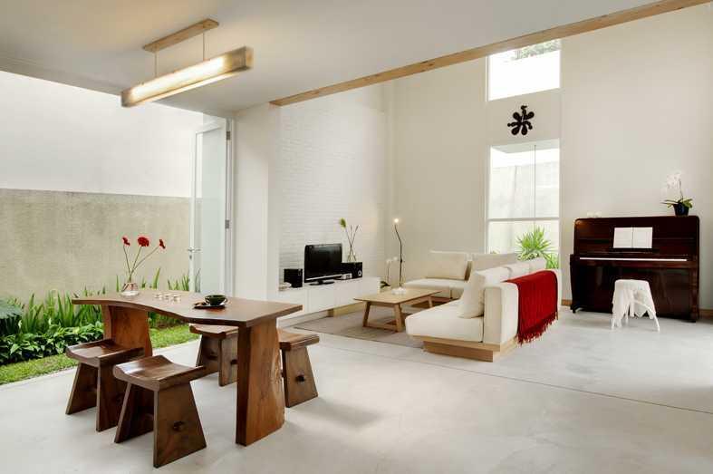 Rumah bergaya rustic Scandinavian Prv B66 karya Erwin Kusuma [Sumber: arsitag.com]