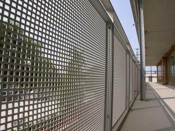 Perforated metal sebagai pagar pelindung (Sumber: www.schaefer-lochbleche.de)