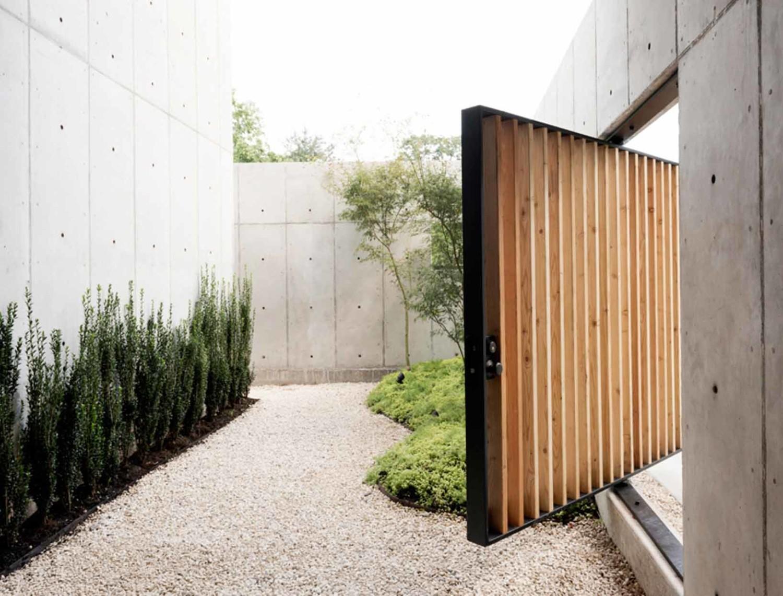 Arsitektur rumah Jepang Concrete Box Houston, Texas karya Christopher Robertson [Sumber: trendir.com]