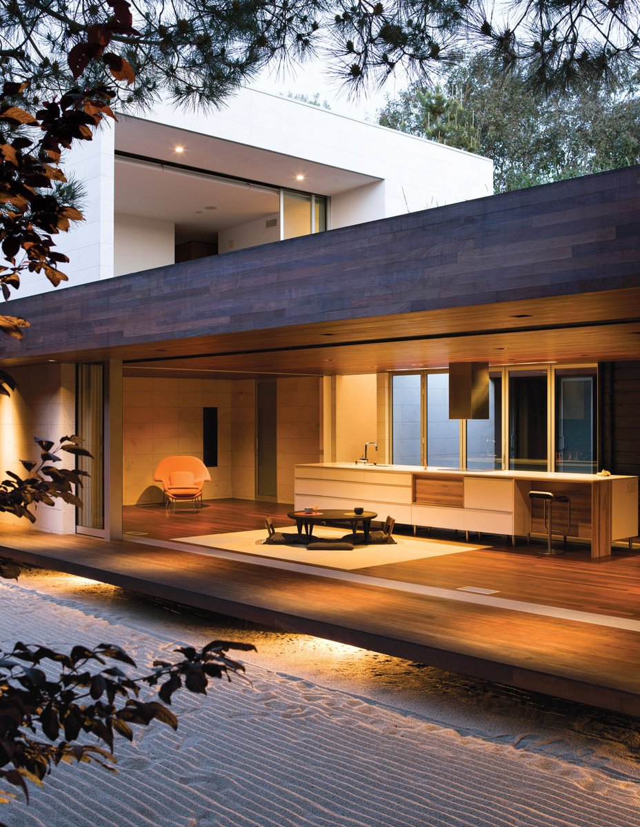 Desain engawa pada arsitektur rumah Jepang minimalis Wabi House karya arsitek Sebastian Mariscal[Sumber: dwell.com]