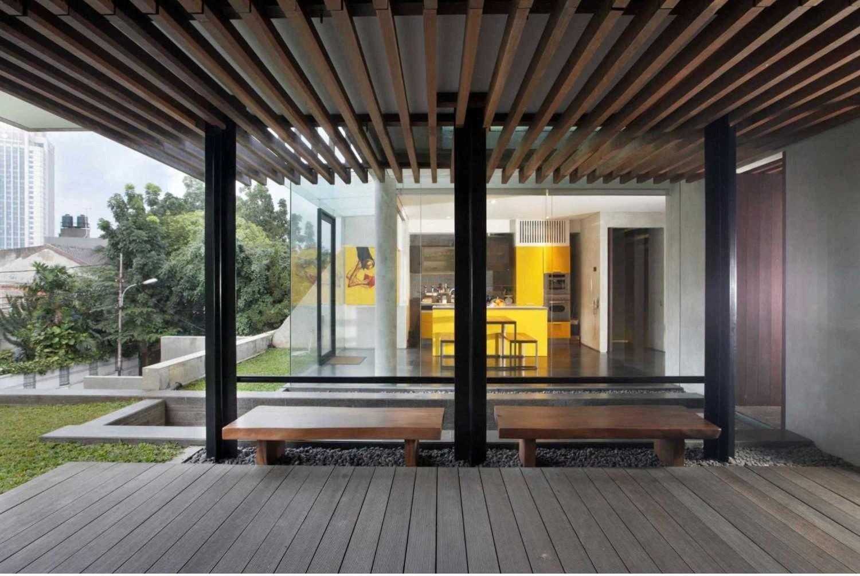 Desain rumah Jepang minimalis W_House karya Studio Air Putih [Sumber: arsitag.com]