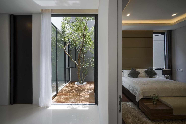 """Taman indoor dalam desain arsitektur Jepang """"s"""" House karya Nikko Lendra [Sumber: arsitag.com]"""