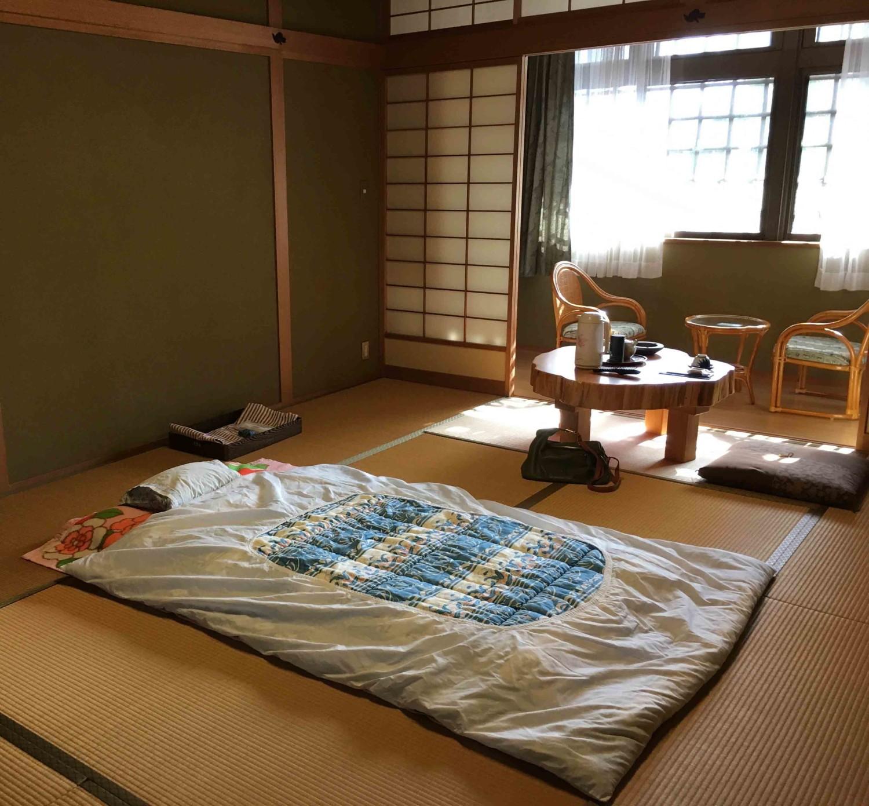 Alas tidur tradisional pada gaya rumah Jepang [Sumber: susanspann.com]
