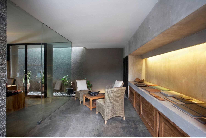 W_House Karya Studio Air Putih (Sumber: arsitag.com)