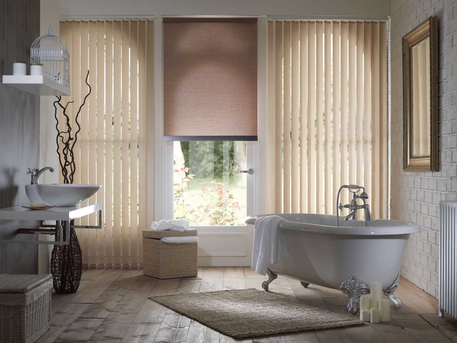 Vertical blind di kamar mandi (Sumber: www.stortblinds.co.uk)