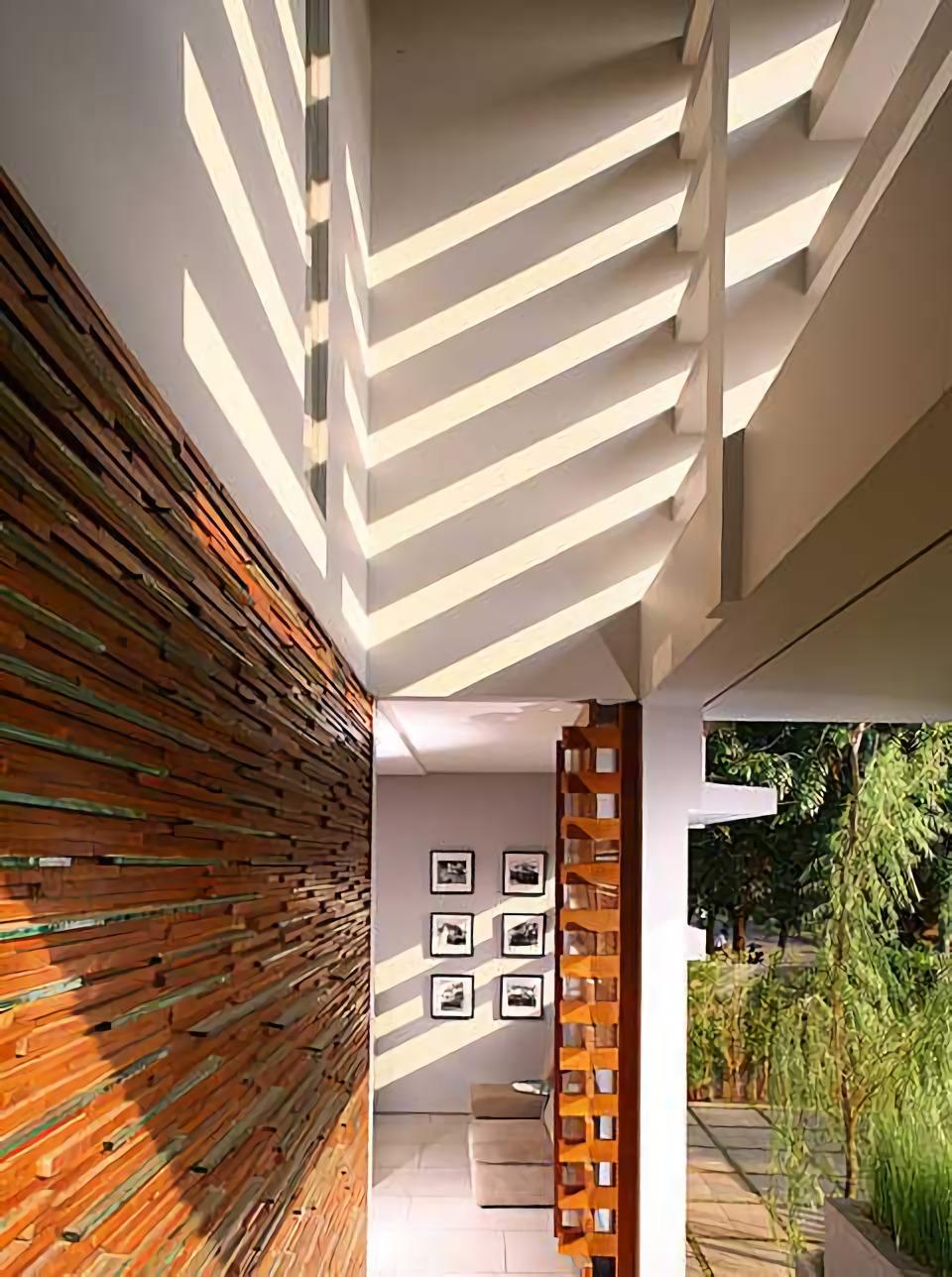 2 House karya HerryJ Architects tahun 2005 (Sumber: arsitag.com)