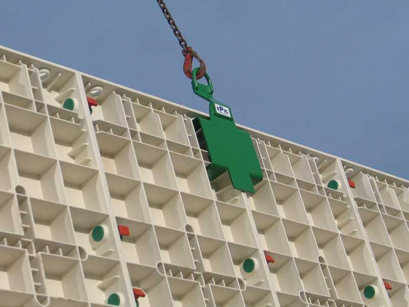 Bekisting plastik (Sumber: manajemenproyekindonesia.com)