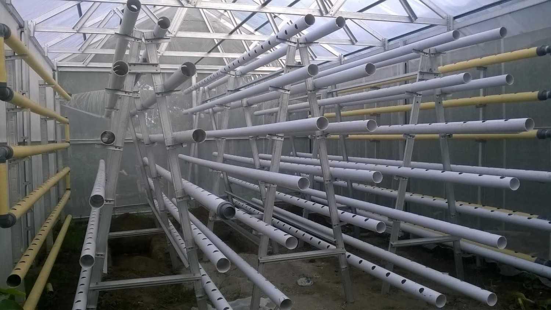 Pipa PVC untuk tanaman hidroponik (Sumber: darikebun.blogspot.co.id)