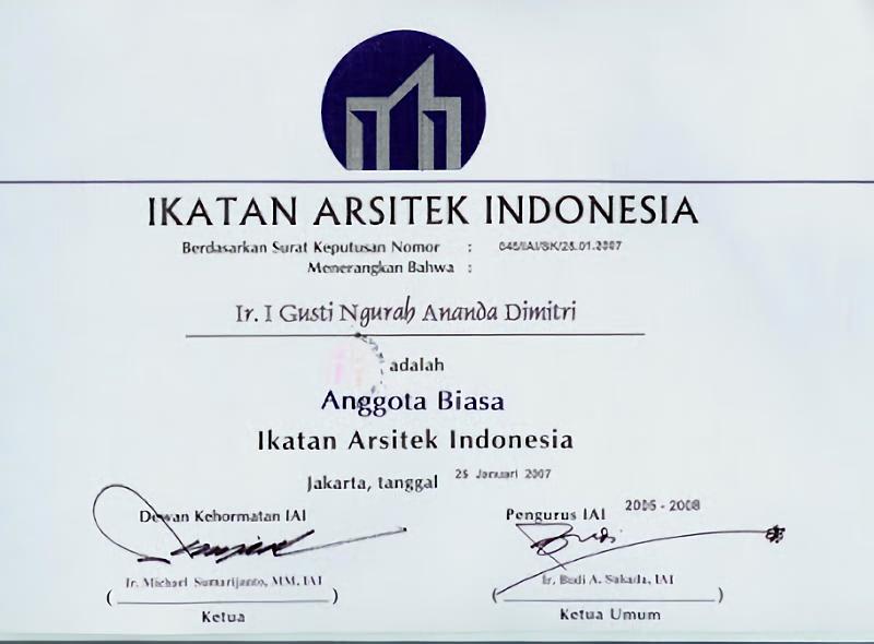Prosedur keanggotaan IAI sudah diatur dalam Anggaran Rumah Tangga IAI bab III pasal 6 tentang Pengangkatan atau Penerimaan Anggota dan Mitra IAI. Namun, pada pelaksanaannya, setiap IAI Daerah / Cabang memiliki peraturan tambahan yang disesuaikan dengan praktik keprofesian arsitek di wilayahnya masing-masing.
