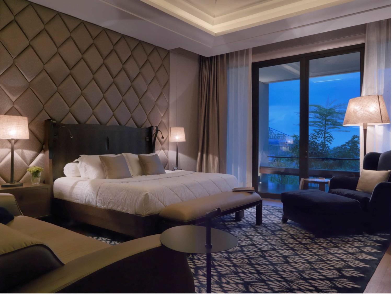 Pengulangan pola pada desain interior kamar tidur DH_House karya Studio Air Putih [Sumber: arsitag.com]