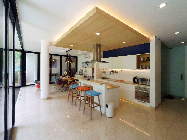 Interior - Pantry & Dining di Pondok Indah karya Dezan Studio tahun 2016 (Sumber: arsitag.com)