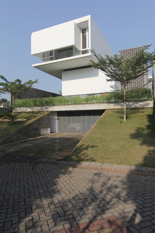 MW house di Semarang salah satu karya Andra Matin. Ekspresi kemurnian dan kesempurnaan bentuk kubus (sumber: indesignlive.sg)