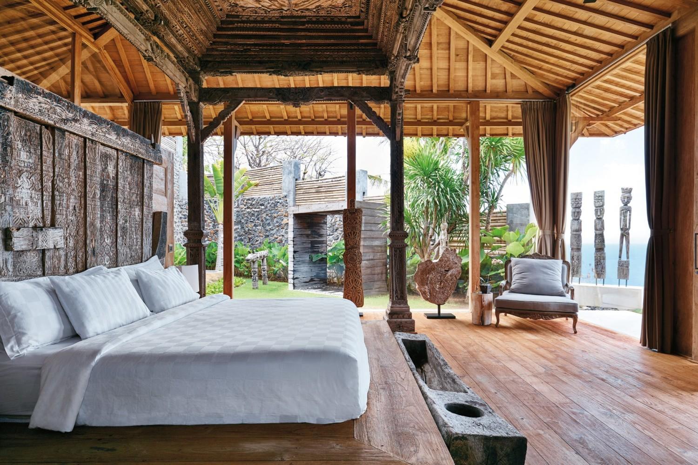 Desain interior rumah gaya etnik modern villa joglo Vina Bali [Sumber: cntraveller.com]