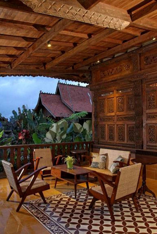 Desain rumah tradisional sederhana Javanese Reclaimed Wooden House karya Iwan Sastrawiguna [Sumber: arsitag.com]