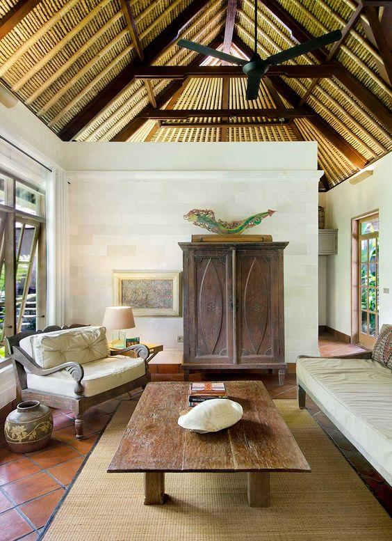 Furnitur daur ulang pada desain interior rumah gaya etnik [Sumber: pinterest.com]