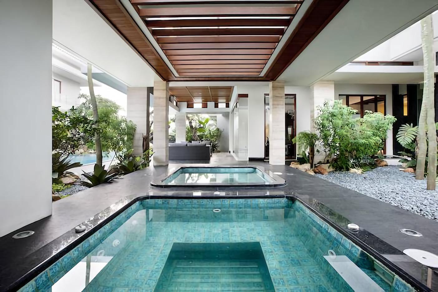 8 Desain Rumah Mewah Dengan Interior Garden Yang Mempesona