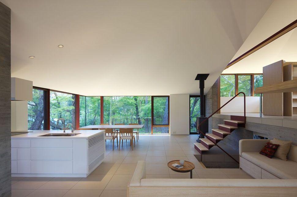 Interior rumah Jepang di Vila Nagano karya Cell Space Architects [Sumber: trendir.com]