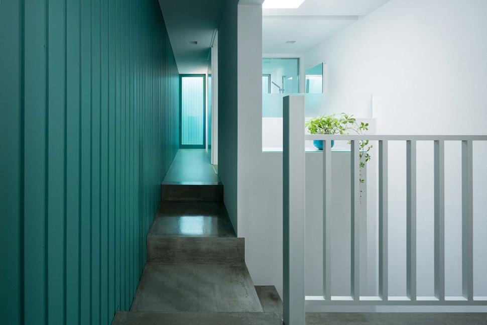 Interior rumah Jepang Promenade House karya FORM/Kouichi Kimura Architects [Sumber: trendir.com]