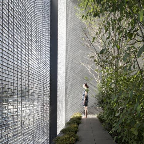 Desain rumah Jepang Optical Glass House karya Hiroshi Nakamura [Sumber: dezeen.com]