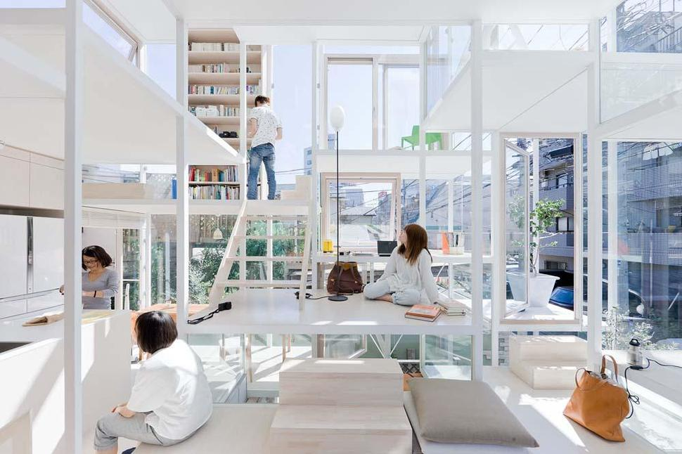 Urban Glass-Walled House karya Sou Fujimoto Architects [Sumber: trendir.com]