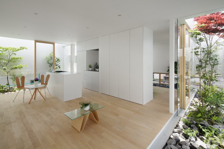 Desain rumah Jepang modern Green Edge House karya mA-style Architects [Sumber: trendir.com]