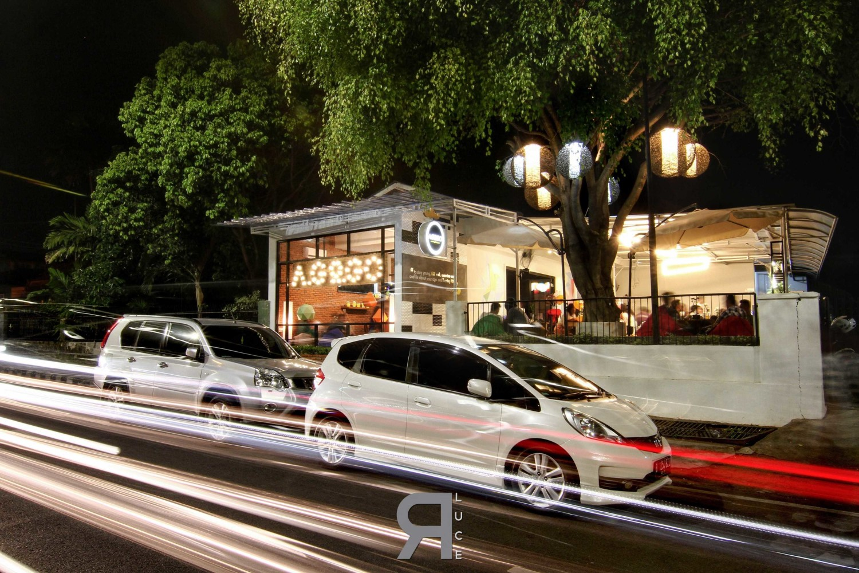 A.go.go Café, Bandar Lampung Karya Erre Luce | Lighting+Interior (Sumber: arsitag.com)