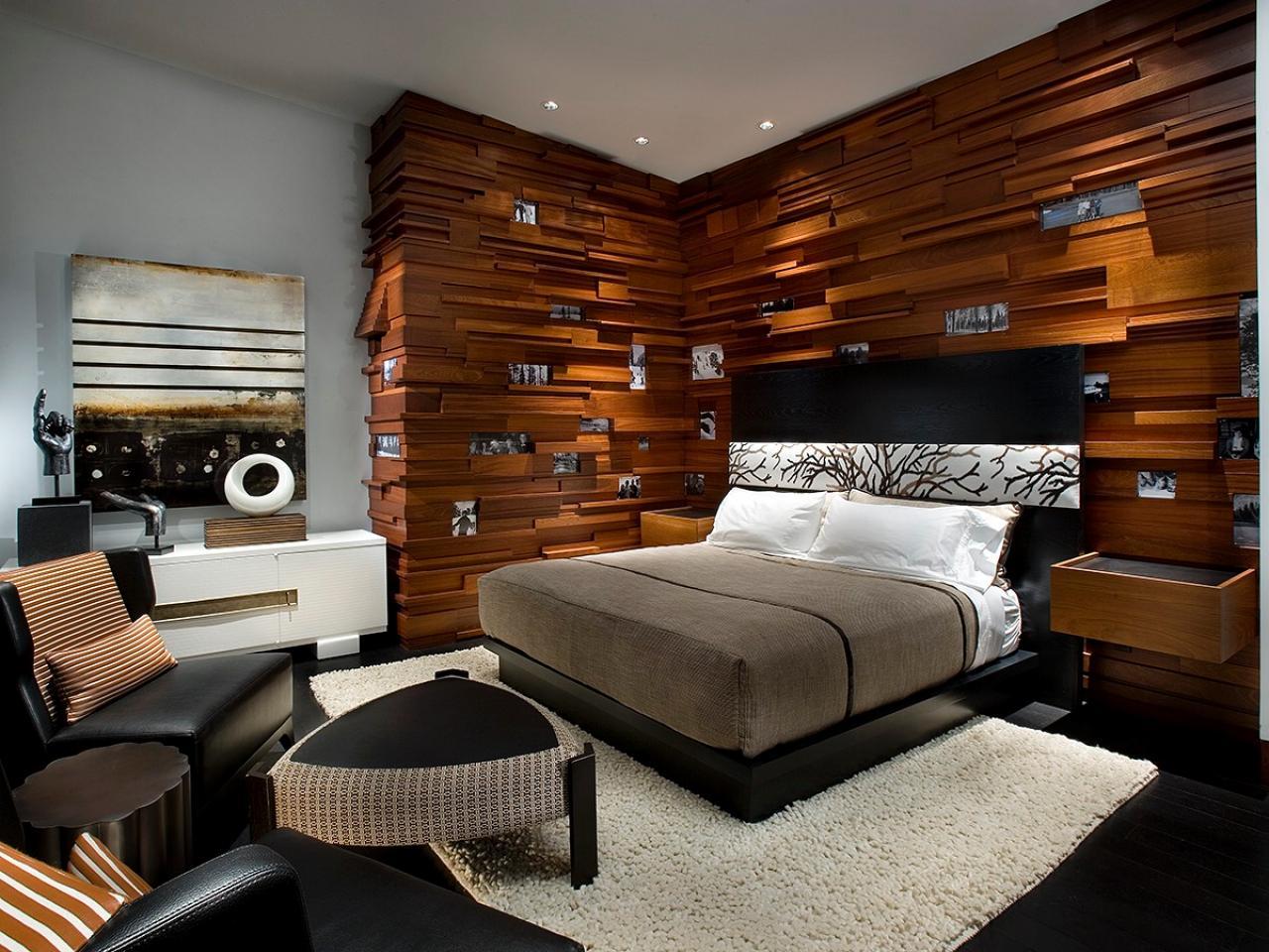 Anda bisa menambahkan berbagai elemen dekoratif yang unik dan tidak lazim sebagaimana layaknya kamar tidur konvensional. Pastikan Anda memanfaatkan setiap sisi dinding Anda semaksimal mungkin sehingga menciptakan tampilan desain yang lebih mewah.