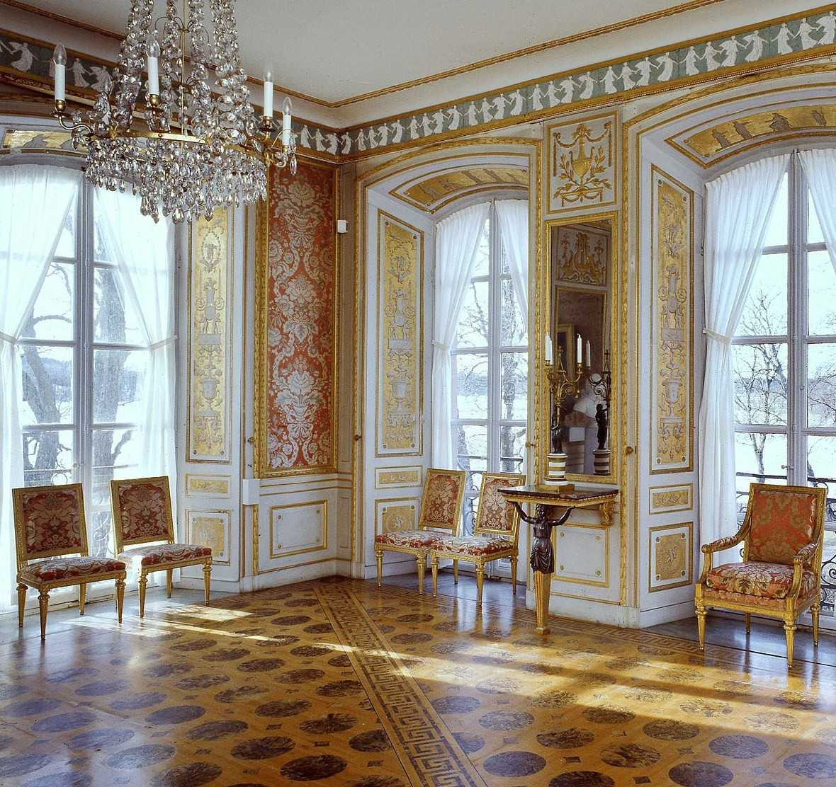 Interior ruangan yang mewah (Sumber: pinterest.com)