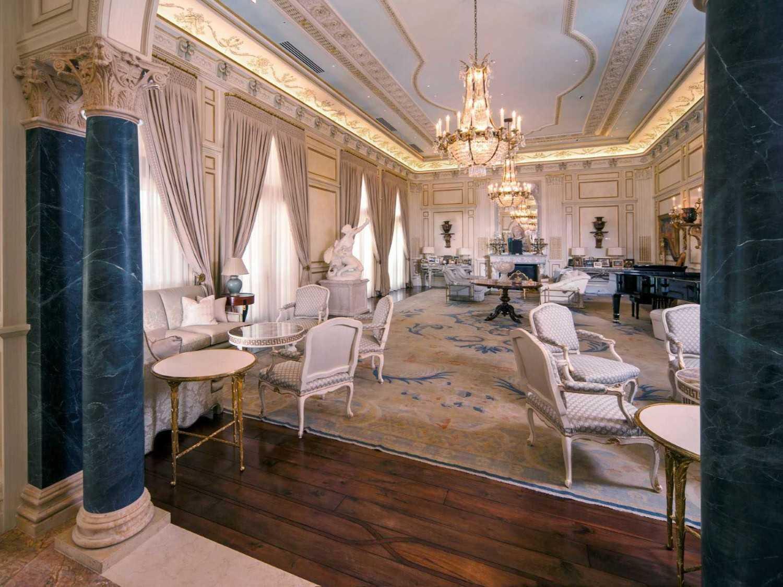 Furnitur dengan gaya neo klasik (Sumber: www.idesignarch.com)