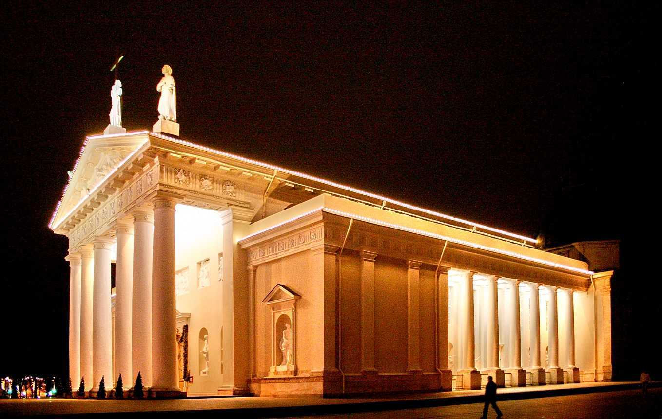 The Cathedral of Vilnius di Lithuania (Sumber: commons.wikimedia.org)