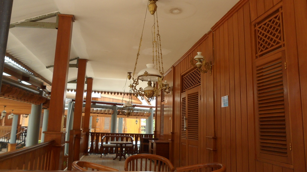Ruang Tamu ala Betawi (Sumber: arsitag.com)